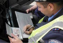 """Юристы объяснили, когда водитель должен передавать полицейским свои """"права"""" - today.ua"""