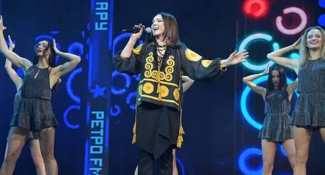 София Ротару шокировала россиян выступлением в украинской вышиванке, фото-2
