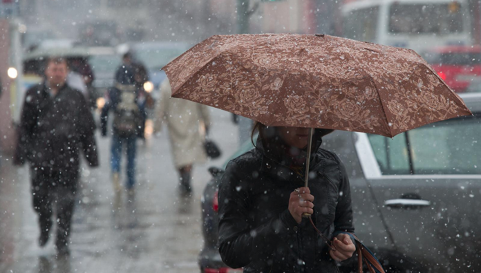 Погода на найближчі дні: Синоптики обіцяють сонце і мокрий сніг – оновлений прогноз
