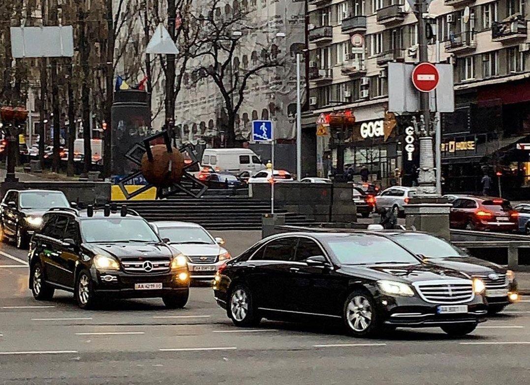У мережі обговорюють нове авто в кортежі президента за півмільйона доларів (фото) - today.ua