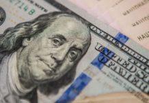 Курс долара підскочив вгору: напередодні вихідних валюта суттєво подорожчала - today.ua