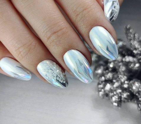 Новорічний манікюр 2020 на довгі нігті: модні кольори та дизайн