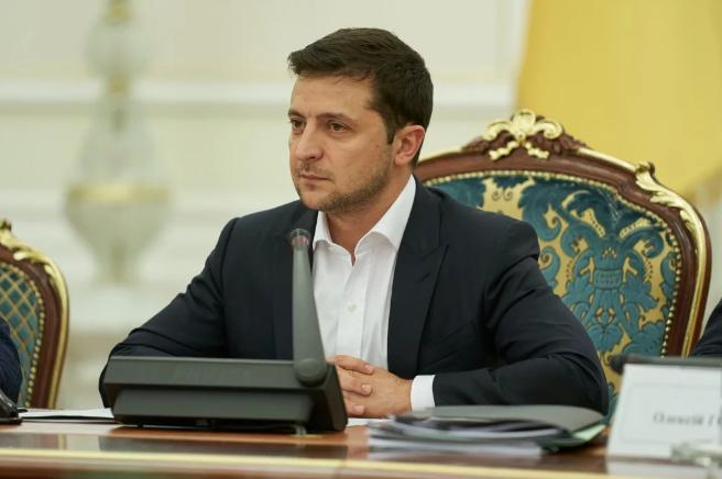 Зеленский пообещал к Новому году погасить долги по зарплате врачам и учителям - today.ua