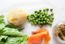 Обід за 20 хвилин: рецепт ситного та оригінального салату з рибою й анчоусами - today.ua