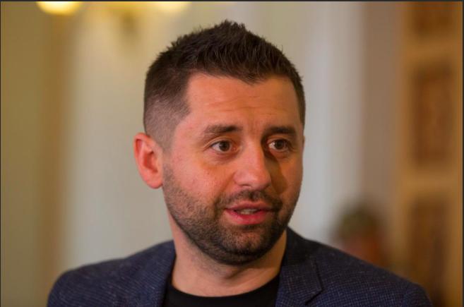 """&quotДо 100 тисяч - це фейк"""": Арахамія прокоментував підвищення зарплат нардепам - today.ua"""
