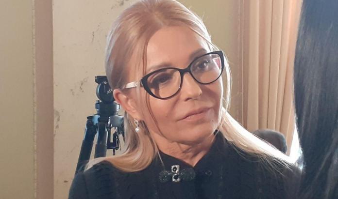 """Тимошенко &quotвигуляла"""" нову зачіску: з &quotмальвінкою"""" та в чорному (фото) - today.ua"""