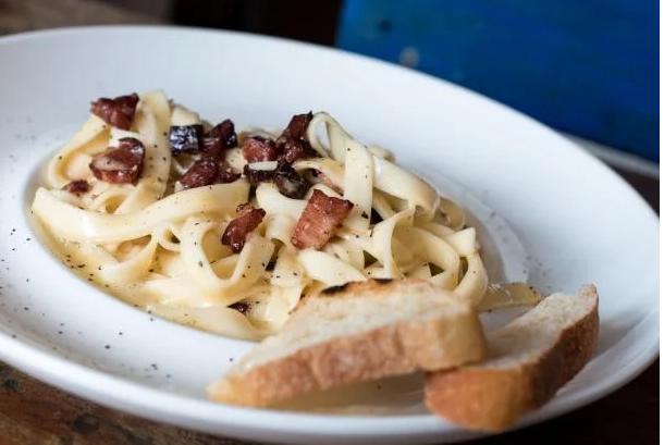 Популярна страва за 15 хвилин: рецепт апетитної та смачної пасти на вечерю