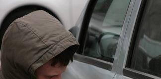Как быстро и недорого вскрыть автомобиль, если ключи заперты в салоне - today.ua