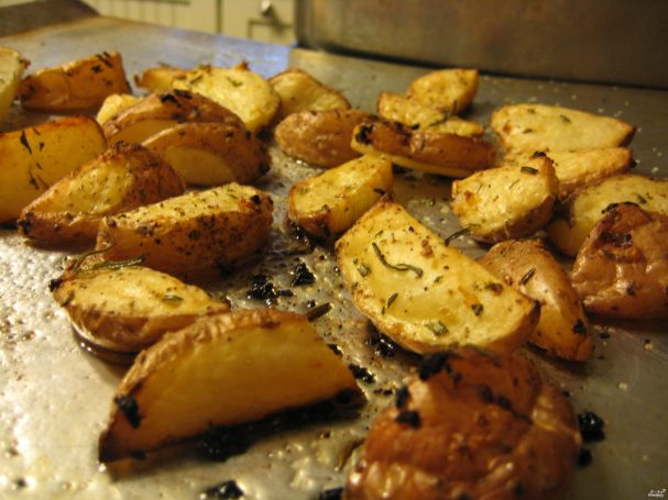Схуднення на картоплі: дієтологи розкрили користь калорійного овоча - today.ua