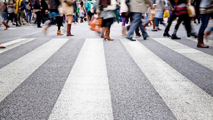 Пішоходів хочуть змусити носити світловідбиваючі жилети - today.ua