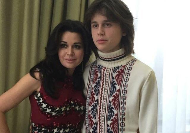 Тяжкохвору Заворотнюк вперше відвідав у клініці син: справи зовсім кепські - today.ua