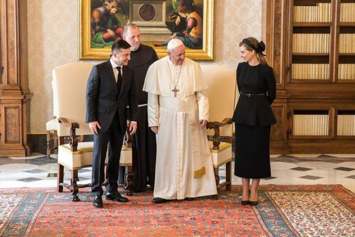"""&quotПідкорила Ватикан"""": Олена Зеленська завітала до Папи Римського в особливому вбранні (фото) - today.ua"""