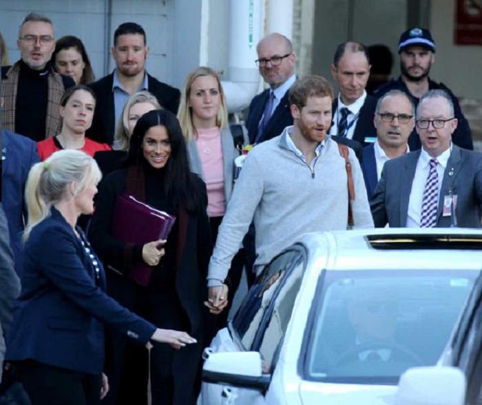 Меган Маркл чекає другу дитину: знаковий жест герцогині спровокував чутки про вагітність