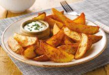 Картофель по-деревенски за 20 минут: самый простой рецепт вкусной закуски - today.ua
