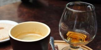 Що станеться з організмом, якщо пити каву з алкоголем: 3 варіанти розвитку подій - today.ua