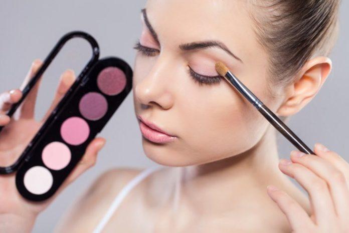 Тонкости повседневного макияжа глаз: ТОП-5 секретов от визажистов - today.ua