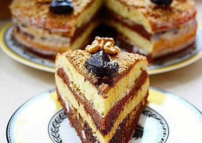 Домашний сметанник на скорую руку: вкуснейший рецепт любимого торта из детства - today.ua