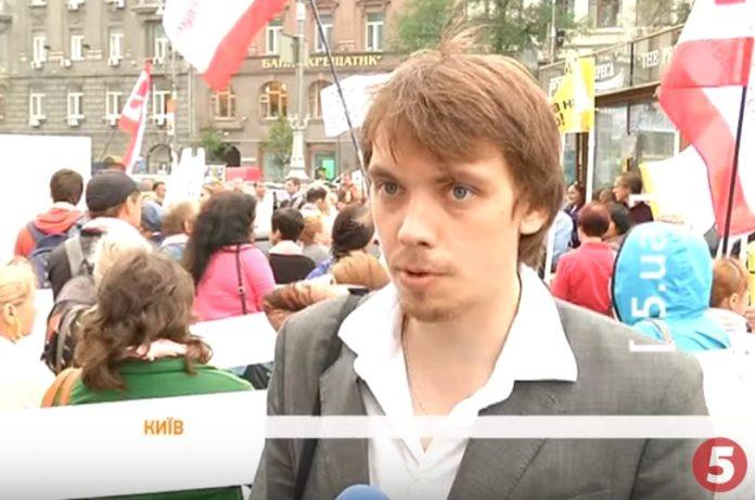 Ходив на мітинги та був у масовці на телешоу: в мережі з'явились відео з молодим Гончаруком - today.ua