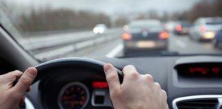 Как заставить водителя автомобиля, едущего сзади, увеличить дистанцию - today.ua