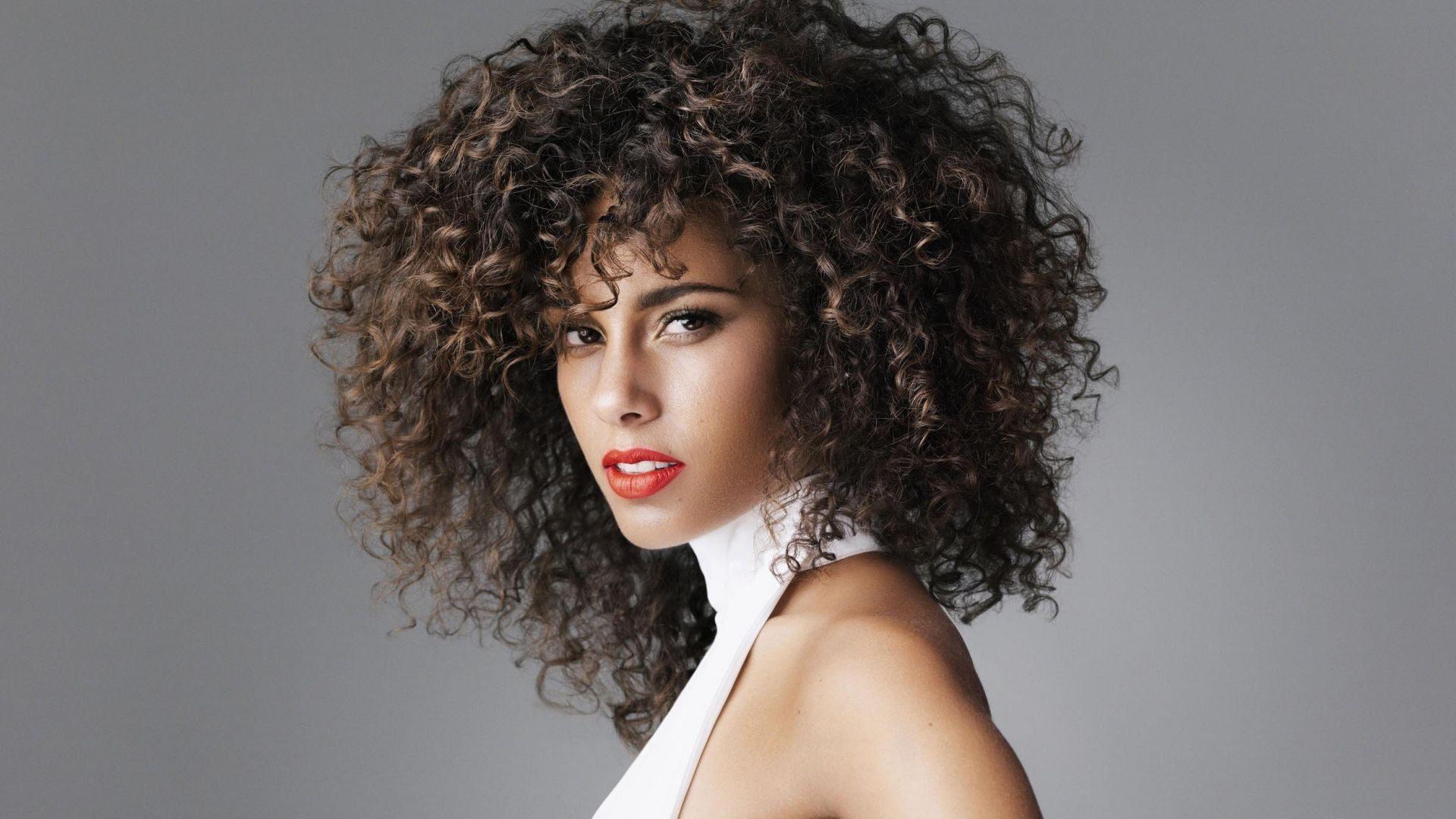 ТОП-5 найкращих жіночих стрижок для кучерявого волосся: головні тренди 2020 - today.ua