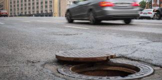 """Суд пояснив, хто компенсує ремонт авто, яке зламалось через відкритий люк на дорозі"""" - today.ua"""