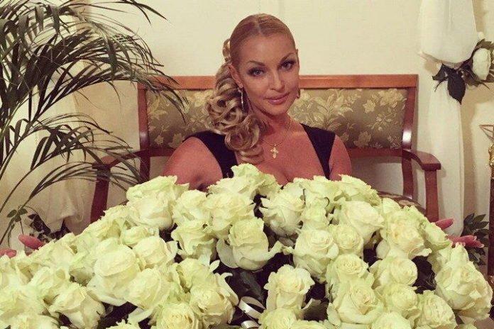 """&quotЛицар з білими трояндами"""": Волочкова провела День закоханих у несподіваній чоловічій компанії - today.ua"""