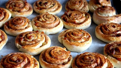 Ароматні булочки з корицею: як приготувати смачну домашню випічку