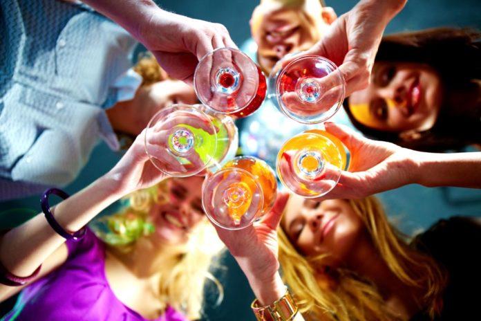 Алкоголь по гороскопу: какие напитки подходят разным знакам Зодиака - today.ua