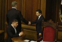 """""""Зе-вирок поручкався з непідсудним"""": Зеленський і Порошенко потиснули одне одному руки - today.ua"""