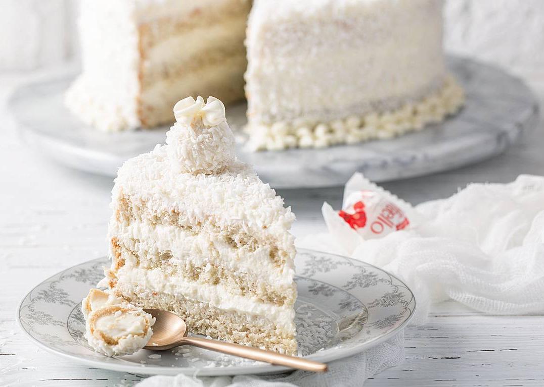 """Торт """"Рафаелло"""" без випічки: покроковий рецепт розкішного святкового десерту"""