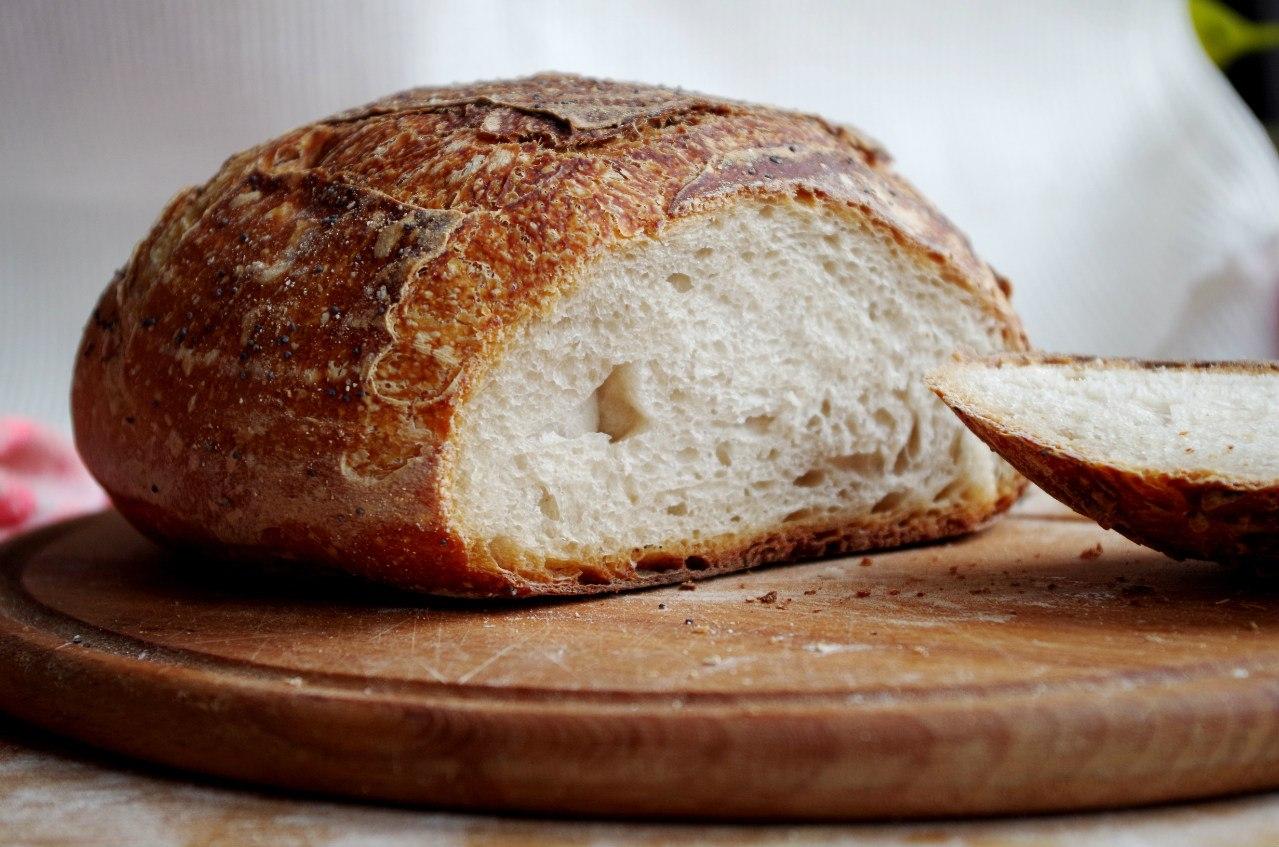 Домашній хліб в духовці: простий рецепт смачної і ароматної випічки до обіду