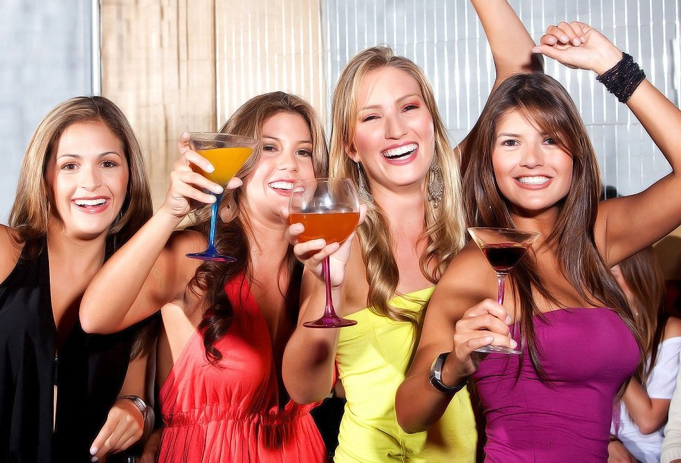 Алкоголь за гороскопом: які напої підходять різним знакам Зодіаку