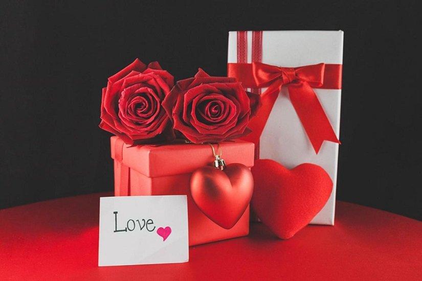Гороскоп подарков: что подарить женщине на 8 Марта по знаку Зодиака
