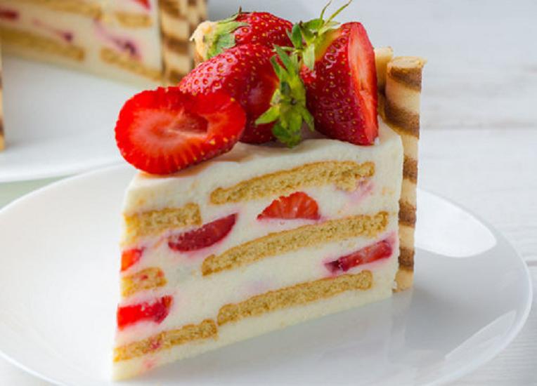 """Торт """"Капучіно"""" без випічки: рецепт ніжного десерту з ароматом кави та фруктів"""