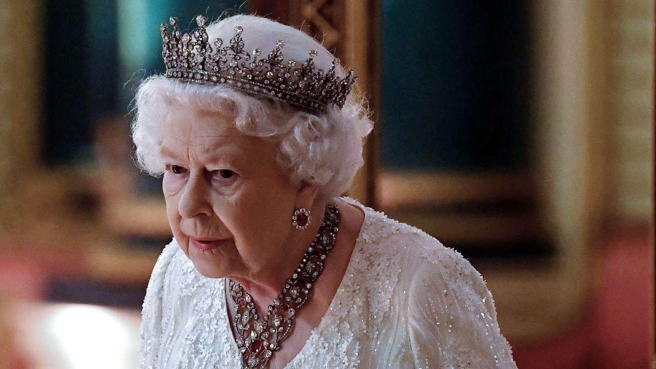 Елизавета II срочно сменила место жительства: коронавирус выявлен в Букингемском дворце