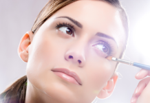 Прибрати стрілки і зайвий блиск: ТОП-5 порад для щоденного макіяжу - today.ua