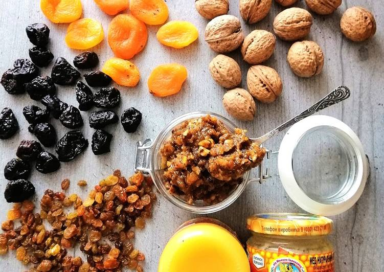 Вітамінна суміш для підвищення імунітету: корисна страва з горіхів і сухофруктів
