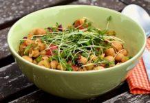 Чтобы успокоить и задобрить: рецепт салата для мужчин - today.ua