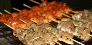 Шашлик на карантині: як смачно запекти м'ясо в духовці - today.ua