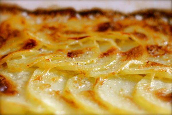 Тушкована картопля з беконом: рецепт економної та ситної вечері нашвидкуруч
