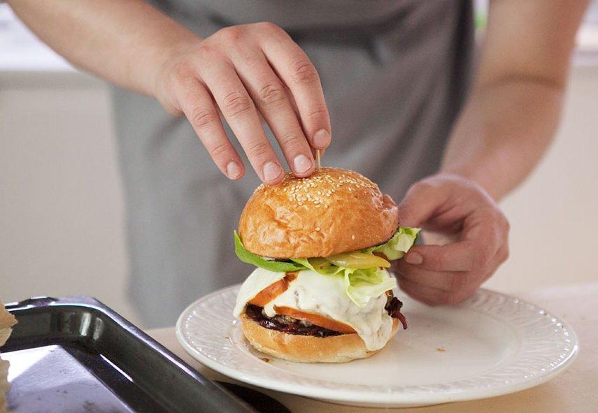 Простий рецепт домашнього гамбургера з яловичиною: секрети приготування