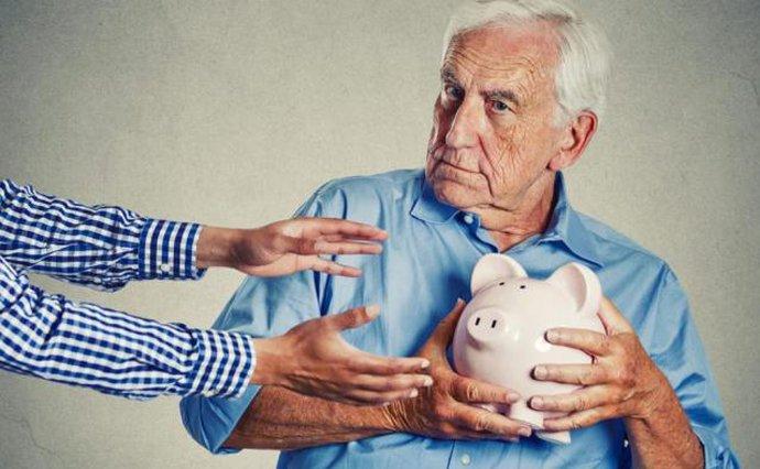Украинцы потеряют до 3000 гривен пенсии: как государство экономит на гражданах - today.ua