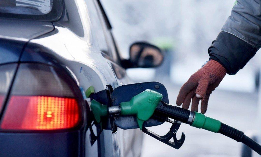 Експерт розповів коли та на скільки подешевшає бензин - today.ua