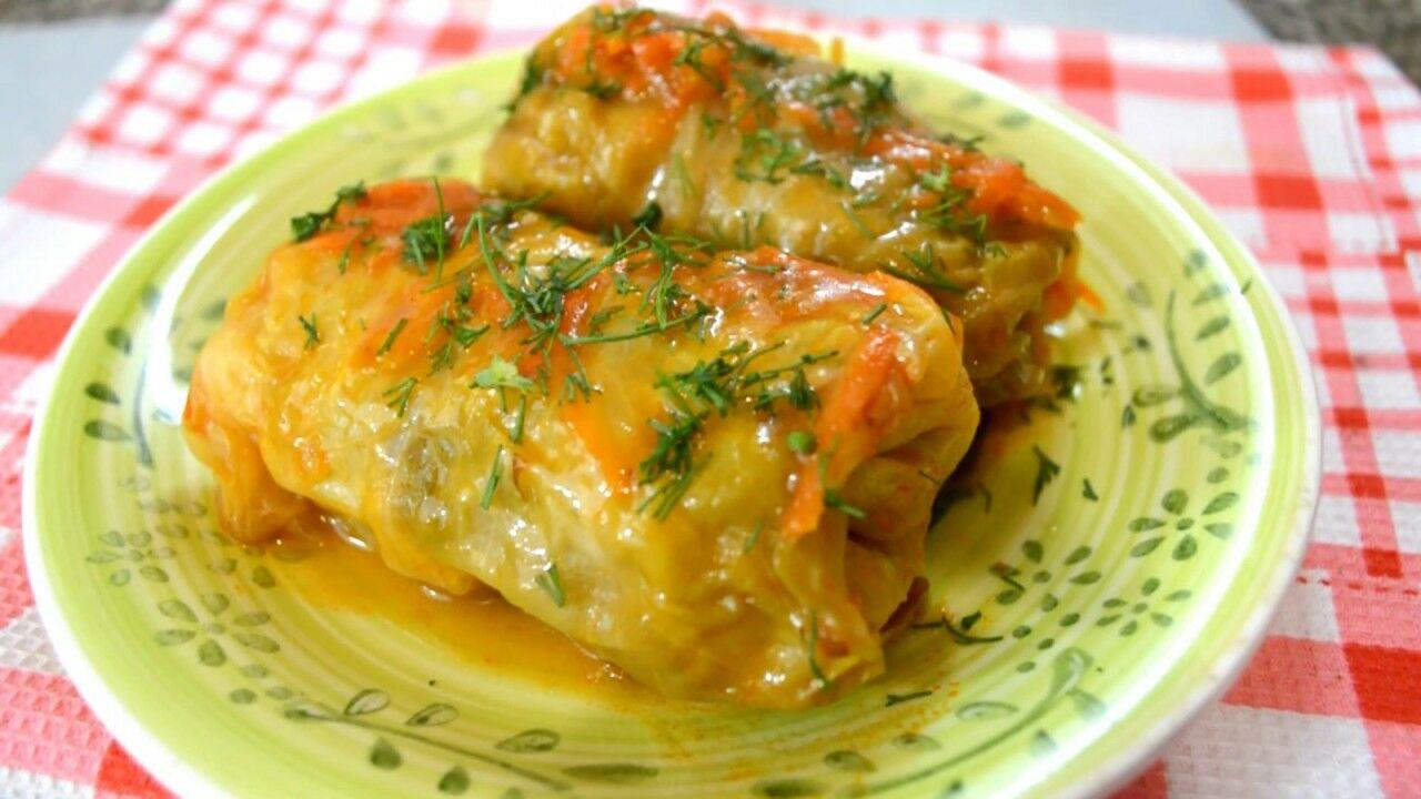 Голубці з пекінської капусти: смачна і ситна вечеря за півгодини - today.ua