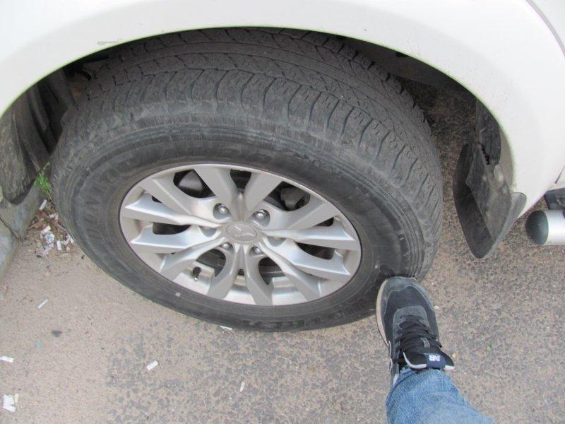 Навіщо водії стукають ногами по колесах перед тим, як вирушити в дорогу