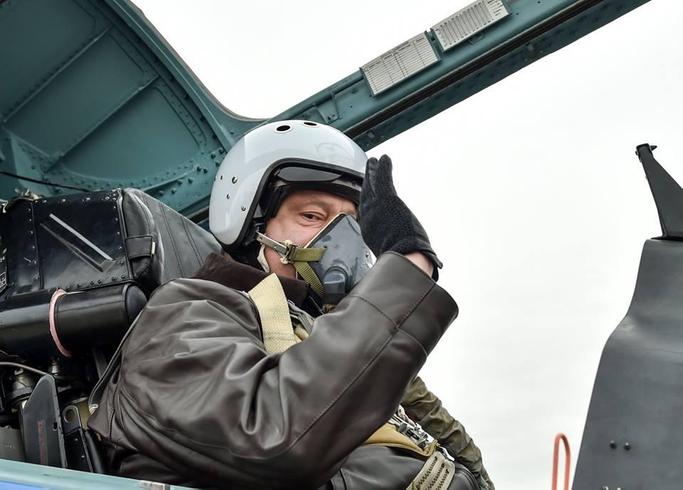 Порошенко терміново повертається в Україну до закриття кордону  - today.ua