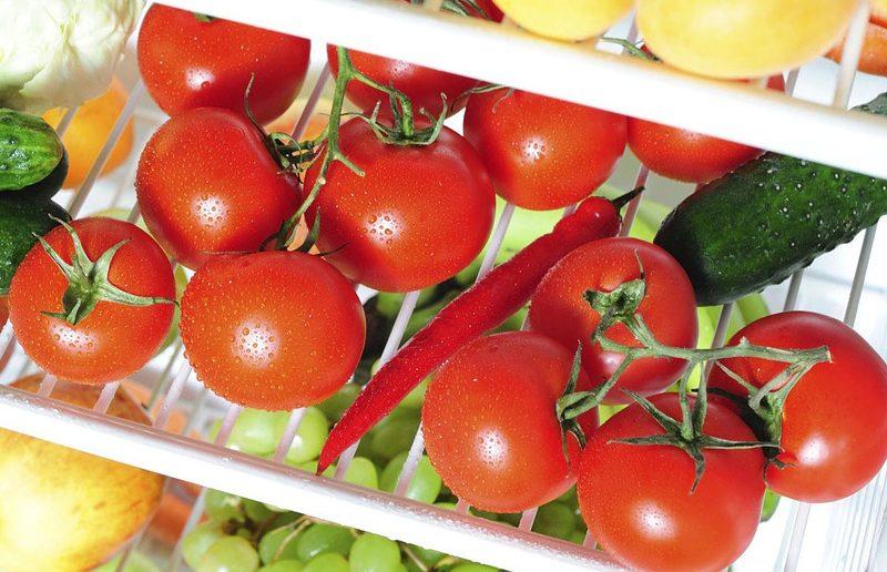 """В Україні знову злетіла ціна на огірки: що """"не так"""" на грядці з огірками"""