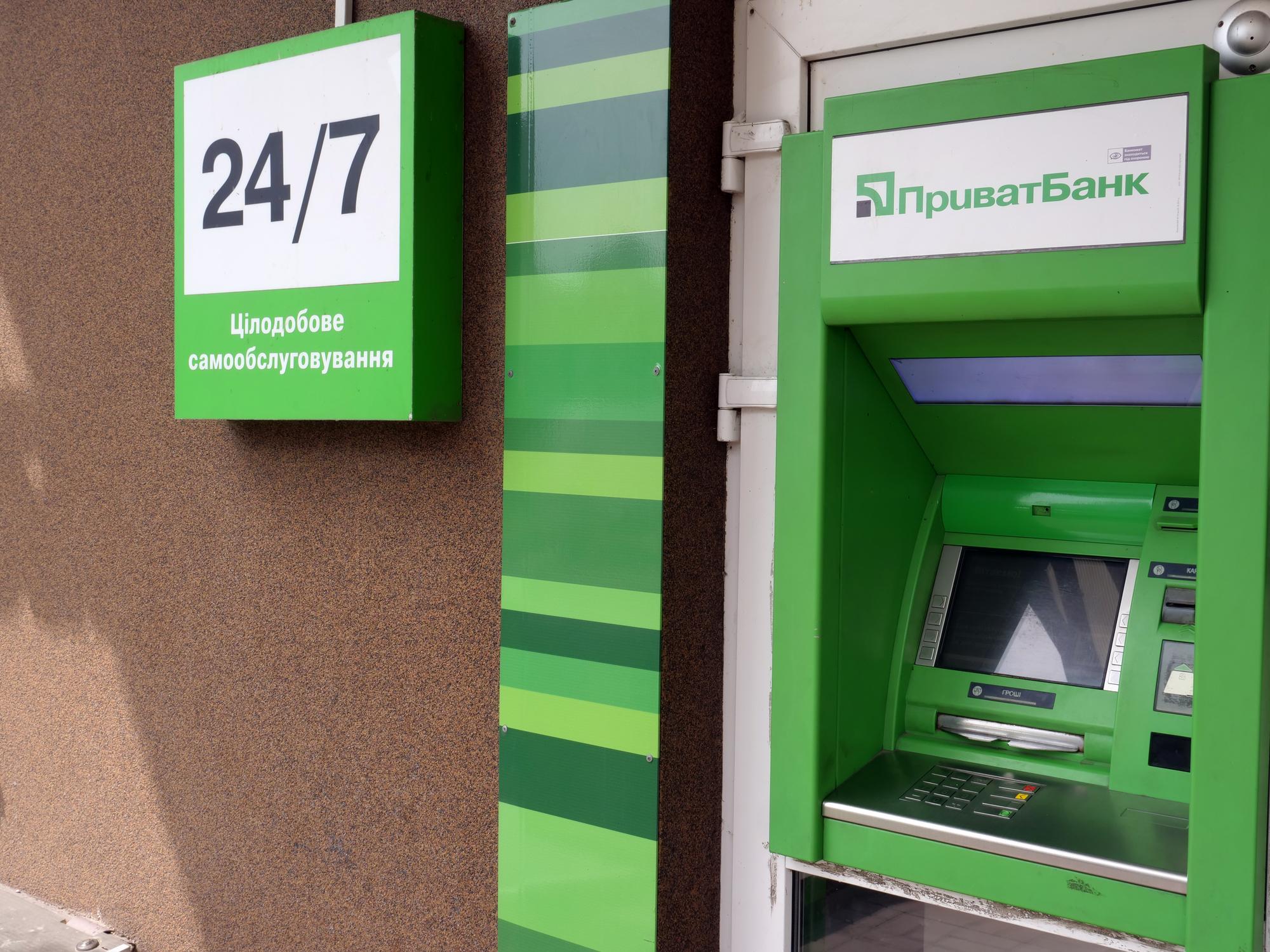 Зняли 500 грн: ПриватБанк в черговий раз роздратував клієнтів - today.ua