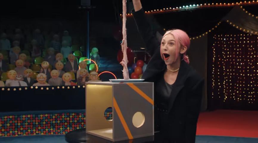 Івлєєва в ефірі передачі взяла в рот пеніс - відео
