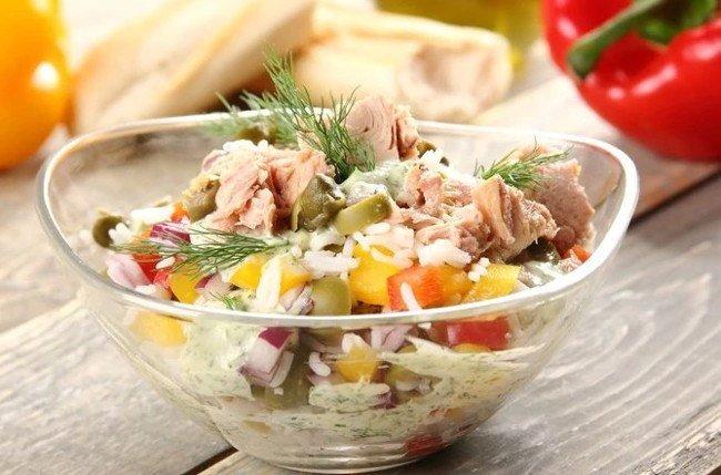 Легкий салат з тунцем і рисом: рецепт смачної і корисної закуски на вечерю  - today.ua